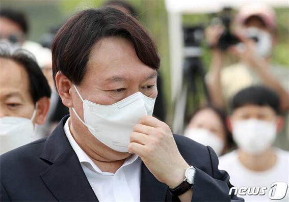 대변인 사퇴에 X파일까지… 정치참여 선언 앞둔 윤석열, 최대 위기