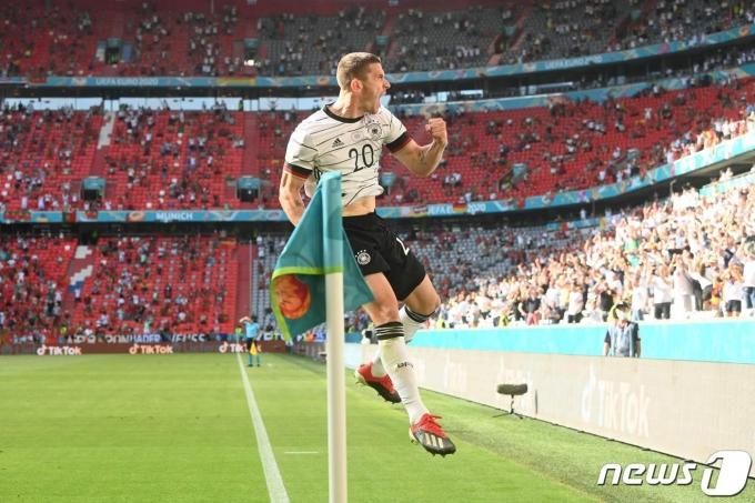 포르투갈을 상대로 완벽한 승리를 견인한 고젠스 © AFP=뉴스1