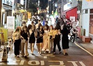 7월부터 거리두기 '이렇게' 바뀐다… 수도권 다중이용시설 영업 밤 12시까지