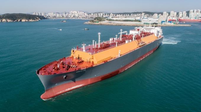 현대중공업그룹의 조선 중간 지주사인 한국조선해양이 최근 해외 선사 4곳과 8370억원 규모 선박 6척을 수주하는 데 성공했다. 사진은 현대중공업이 건조한 17만4000㎥급 LNG운반선 시운전 모습. /사진=현대중공업그룹