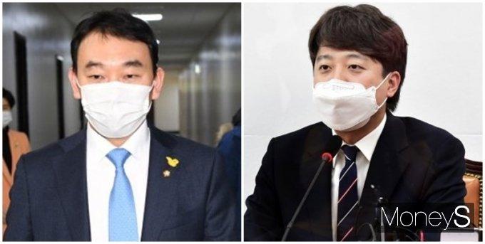 """김용민 의원(왼쪽)이 이준석 대표의 병역 의혹과 관련된 영상이 내려간 것에 대해 """"국민의힘에서 내려달라고 요구했답니다""""라고 했다. /사진=장동규 기자, 임한별 기자"""