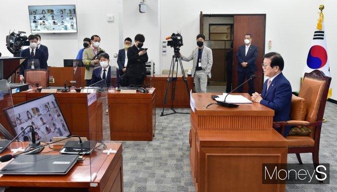 [머니S포토] 취임 1주년 맞이한 박병석 의장, 화상 기자간담회 개최