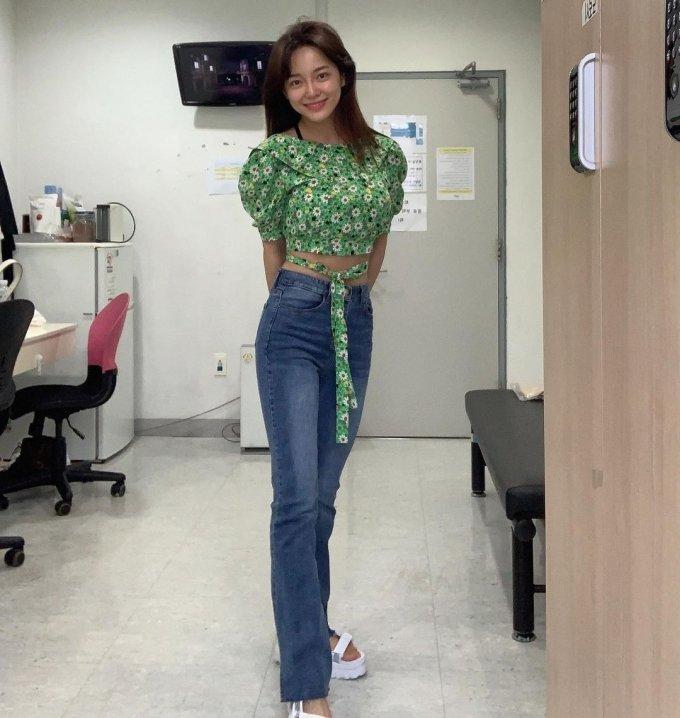 김세정, 몸매부각 크롭티 패션 '청순美는 덤'