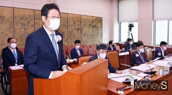 [머니S포토] 도쿄올림픽 준비 등 현안보고하는 '황희' 문체부 장관