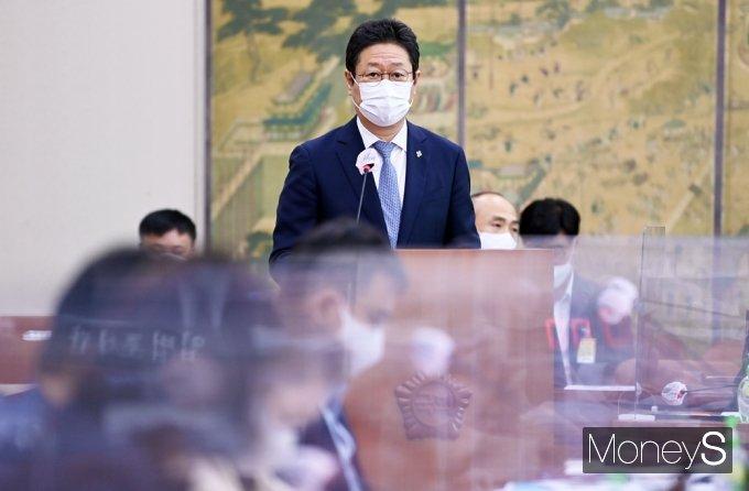 [머니S포토] 국회 문체위 출석한 황희 장관