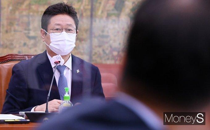 [머니S포토] 국회 문체위, 도쿄올림픽 관련 황희 장관에게 쏠린 '시선'