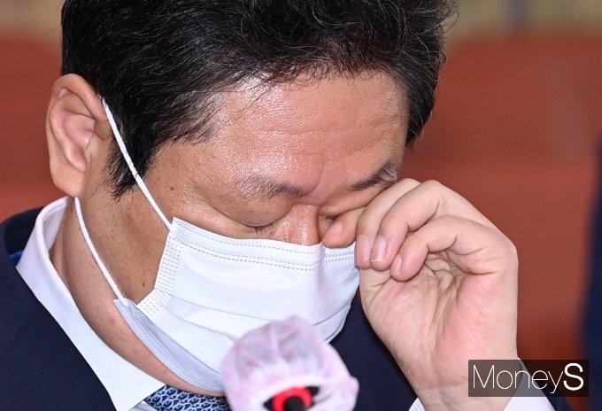 [머니S포토] 연이은 도쿄올림픽 질의, 피곤 기색 역력한 '황희'