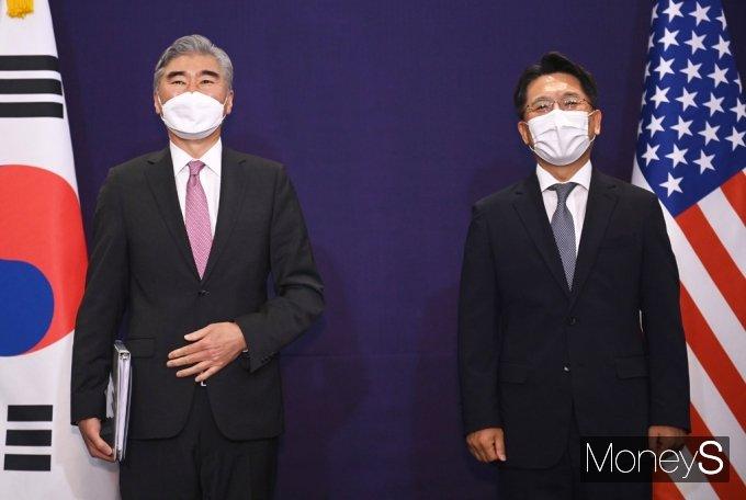 [머니S포토] 한미 북핵 수석대표 협의 전 기념촬영