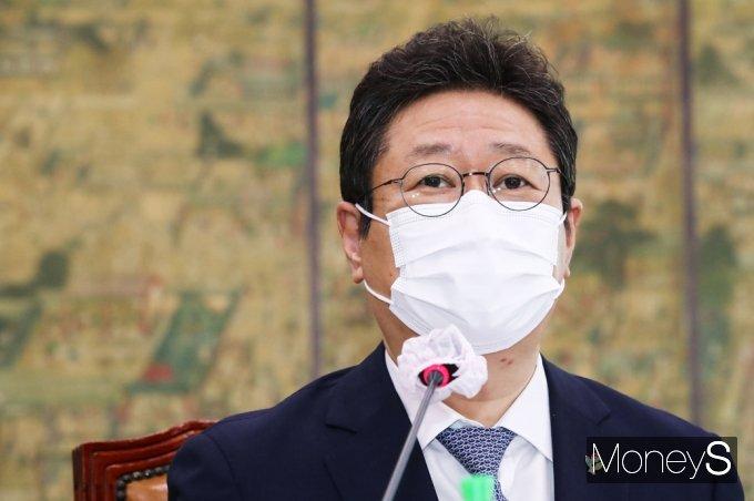 [머니S포토] 황희 장관, 도쿄올림픽 관련 쏟아지는 질의에 진땀