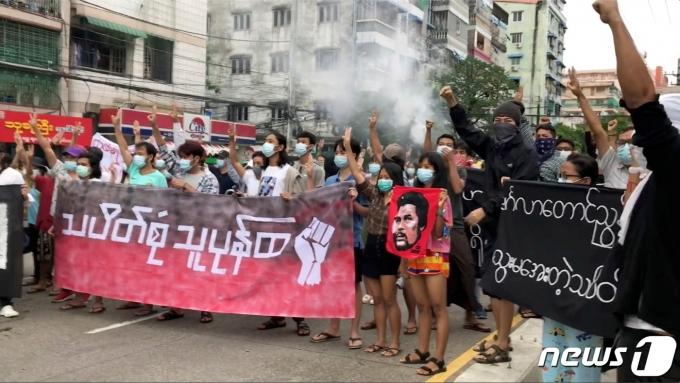 미얀마 최대 도시 양곤에서 2021년 6월 4일 군부 쿠데타에 항의하는 시위가 열린 모습. © 로이터=뉴스1 © News1 최서윤 기자