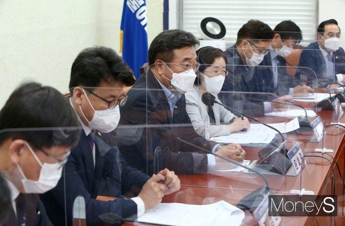 [머니S포토] 코로나19 손실보상법 논의 시작한 당정청