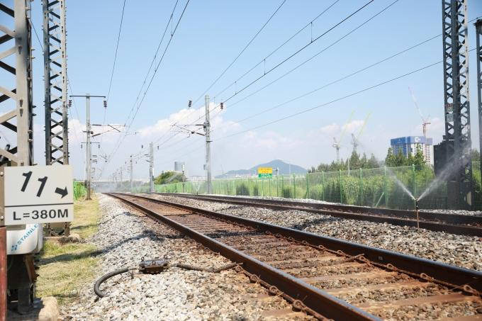 """이후삼 공항철도 사장은 21일 """"여름철 폭염으로 인한 안전사고 발생을 미연에 차단할 수 있도록 사전점검을 통해 철저히 준비해달라""""고 당부했다. /사진제공=공항철도"""