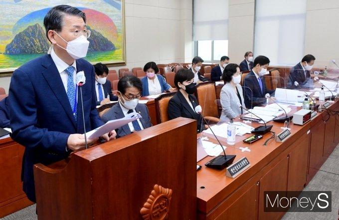 [머니S포토] 국회 정무위, 발언하는 금융위 '은성수'