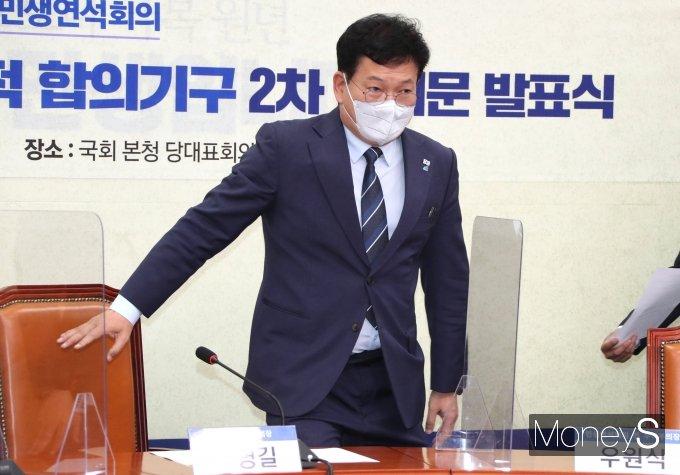 [머니S포토] 송영길 대표, 택배기사 과로방지 합의문 발표식 참석