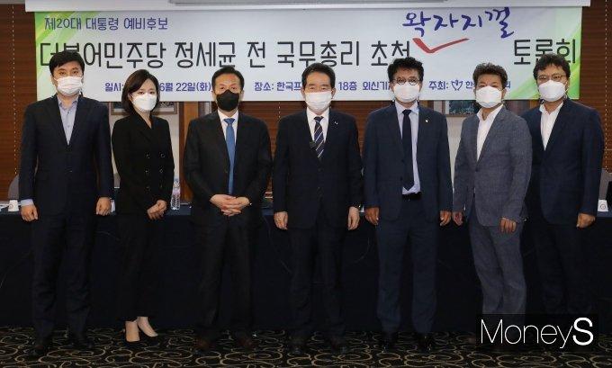 [머니S포토] 한국기자협회 초청 토론회 참석한 정세균 전 총리