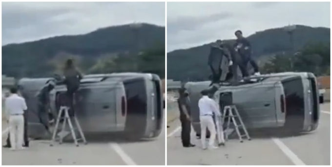 한 고속도로에서 사고가 난 차량 속에 갇힌 사람들을 구하기 위해 시민들이 자발적으로 구조에 나서자 누리꾼들이 박수를 보냈다. 사진은 고속도로에서 사고 차량에 갇힌 사람들을 시민들이 구조하는 모습./ 사진=커뮤니티 캡처