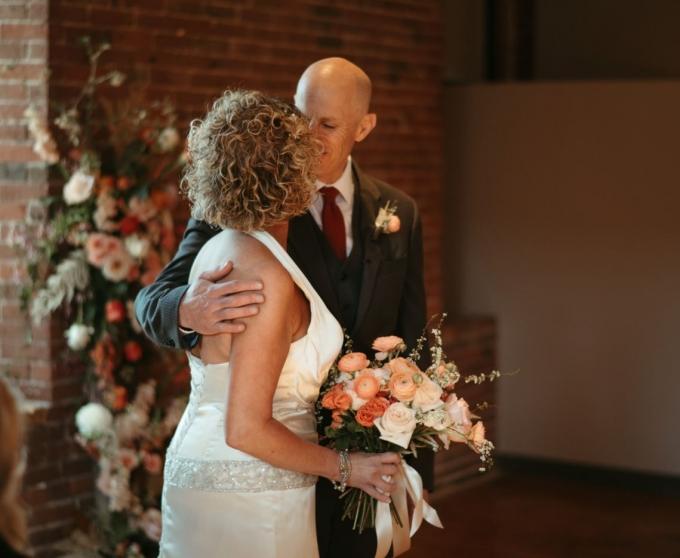 지난 21일(현지시각) 워싱턴포스트(WP)의 보도에 따르면 미국 코네티컷주 앤도버에 사는 피터 마샬과 그의 아내 리사 마샬이 두 번째 결혼식을 올렸다. /사진=페이스북 캡처