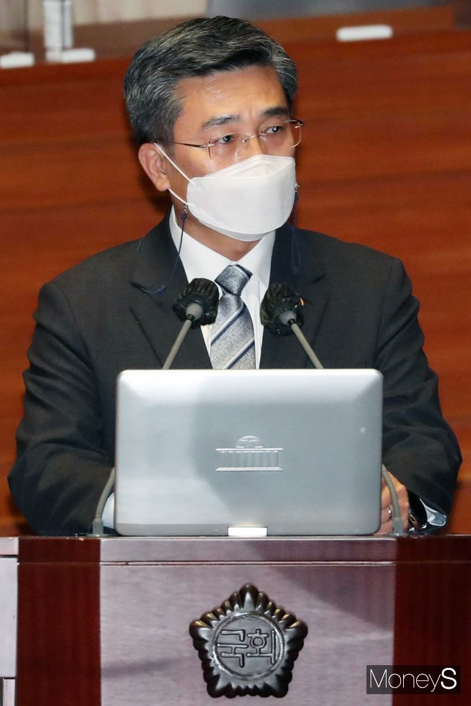 [머니S포토] 대정부 질문, 질의 답변하는 서욱 국방 장관