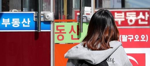 한국공인중개사협회는 22일 협회 홈페이지에 입장문을 게시해 부동산 플랫폼 직방이 부동산 중개사와 앱 이용자를 연결하는 새로운 모델을 발표한 것에 대한 우려를 표했다. /사진=뉴스1