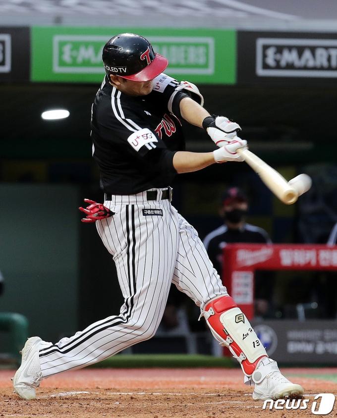 [사진] 2점 홈런 치는 이형종