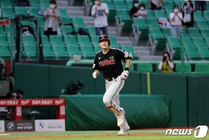 [사진] 이형종 '2점 홈런'