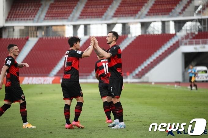 [사진] 타쉬 '승리는 우리!'