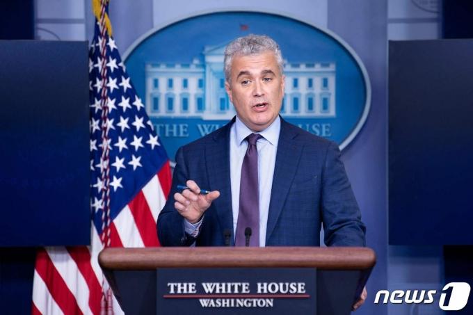 제프 자이언츠 미국 백악관 코로나19 조정관이 언론 브리핑에서 발언하고 있다. © AFP=뉴스1