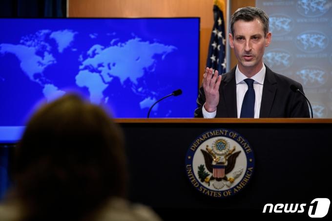 네드 프라이스 미 국무부 대변인이 언론 브리핑에서 발언하고 있다. © 로이터=뉴스1