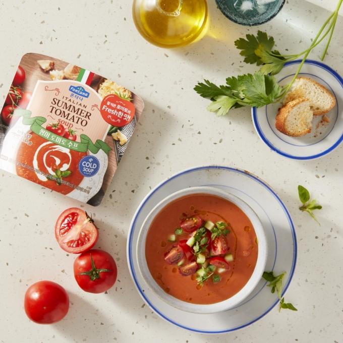 서양식 전문 프리미엄 브랜드 폰타나가 차갑게 즐기는 '썸머 토마토 수프'를 출시했다고 23일 밝혔다./사진제공=폰타나