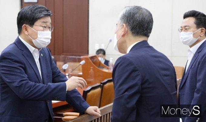 [머니S포토] 국회 행안위 통과한 대체공휴일…올해부터 8.15부터 적용