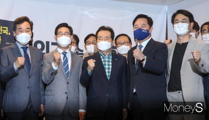 [머니S포토] 양승조 출판기념회 참석한 이낙연·정세균·김두관·박용진