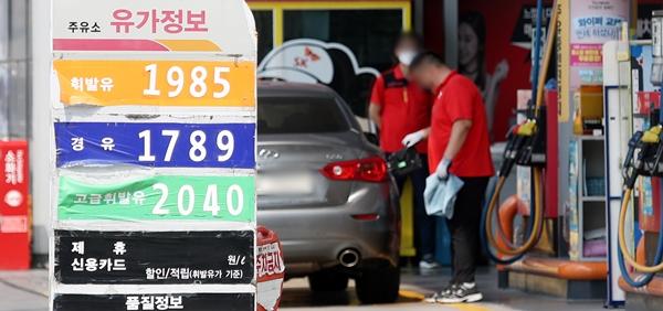올해 하반기 배럴당 80달러를 넘어설 수 있다는 전망이 나온다. 사진은 서울의 한 주유소. /사진=뉴스1