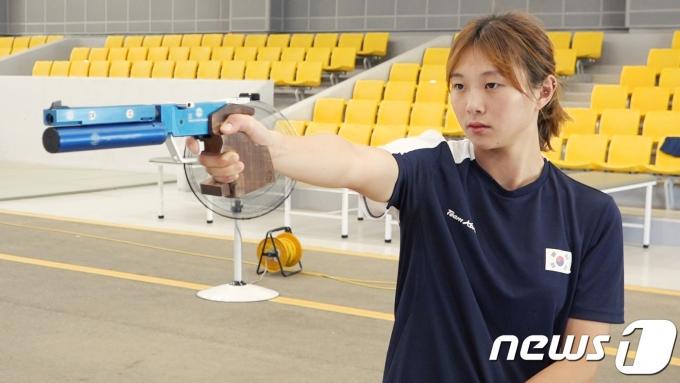 근대5종 국가대표 김선우가 경북 문경의 국군체육부대에서 사격 훈련을 하고 있다. / 뉴스1 DB © News1 송영성 기자