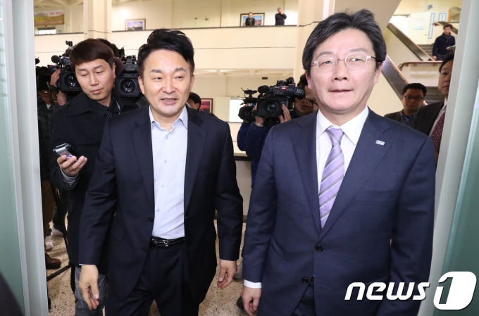 유승민 전 국민의힘 의원과  원희룡 제주지사 © News1 이석형 기자