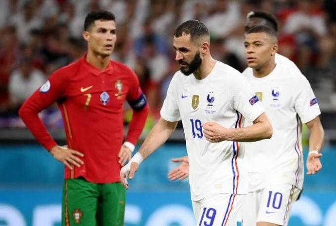유로 2020 16강 진출팀이 24일(한국시각) 모두 가려졌다. 사진은 이날 새벽 열린 포르투갈과 프랑스 경기에 출전한 포르투갈의 크리스티아누 호날두(왼쪽부터), 프랑스의 카림 벤제마·킬리안 음바페의 모습. /사진=로이터