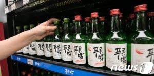 이마트의 '아픈 손가락' 제주소주… 신세계엘앤비에 흡수 합병