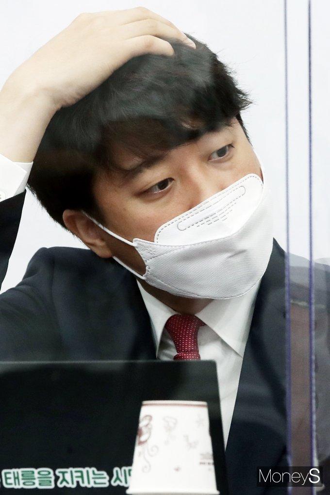[머니S포토] 윤석열 X파일 출처 野 추측 발언 비판하는 국힘 이준석