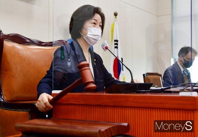 [머니S포토] 국회 환노위 회의 주재하는 송옥주 위원장