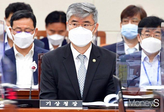 [머니S포토] 국회 환노위 출석한 박광석 기상청장