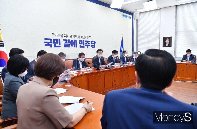 [머니S포토] 더불어민주당 정책조정회의, 발언하는 윤호중