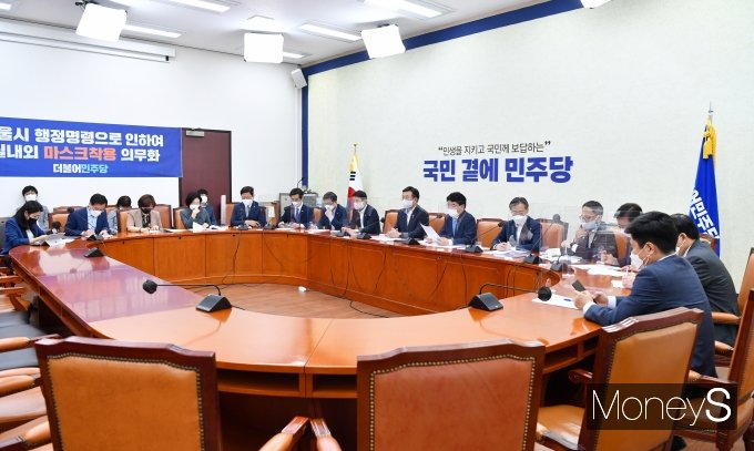 [머니S포토] 정책조정회의서 발언하는 박완주