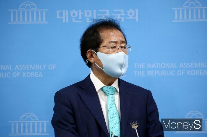 """[머니S포토] 국민의힘 복당 홍준표 """"정권교체 위한 밀알 될 것"""""""