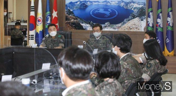 [머니S포토] 민주당 군 백신접종 현황 점검, 인사말 전하는 김동호 소장