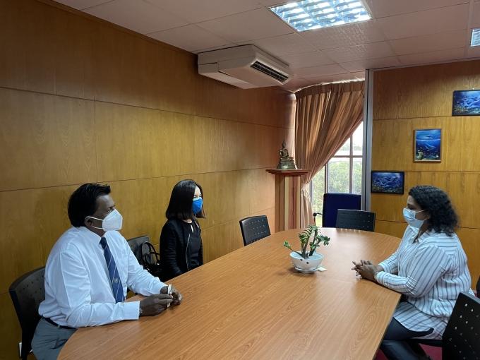 스리랑카 해양환경보호청(MEPA)에서 강연화 스리랑카 사무소장, 세나카(Senaka) AKOFE 회장, 달샤니(Dharshani) 해양환경보호청장이 면담을 하는 모습 /사진=코이카