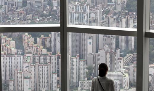 한국부동산원이 24일 발표한 '2021년 6월 3주(21일 기준) 전국 주간 아파트가격 동향'에 따르면 전국 아파트값 상승률은 0.27%를 기록했다. 수도권은 0.35%, 지방은 0.19% 상승했다. /사진=뉴스1