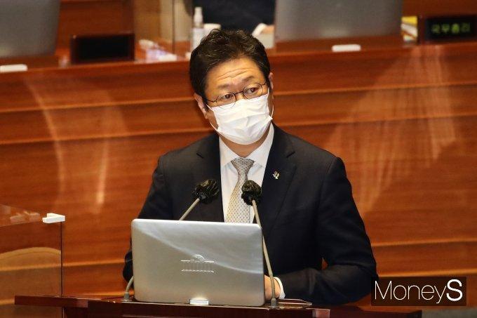 [머니S포토] 대정부질문 답변하는 황희 문화체육관광부 장관