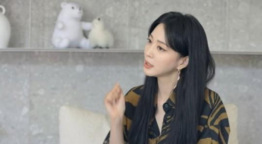 배우 한예슬이 룸살롱 출신 루머를 재차 해명하면서 법적 대응 진행 중인 근황을 공개했다. /사진=한예슬 유튜브 캡처