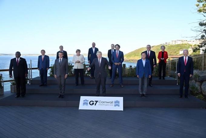 G7 정상들이 최근 열린 정상회의에서 도쿄올림픽·패럴림픽 개최를 지지했지만 본인들은 불참 할 것으로 관측된다. 사진은 지난 14일 영국 콘월 카비스베이 양자회담장 앞에서 G7 정상회의 참가국 정상들이 기념사진을 찍은 모습. /사진=로이터