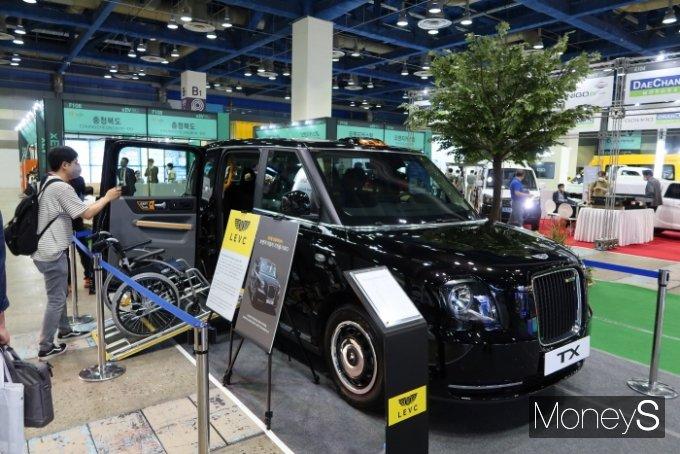 블랙캡은 1908년 영국에서 처음 등장한 '런던택시'를 뜻하며 장애인과 비장애인이 함께 이용하는 보편적 이동수단을 표방한다. /사진=박찬규 기자