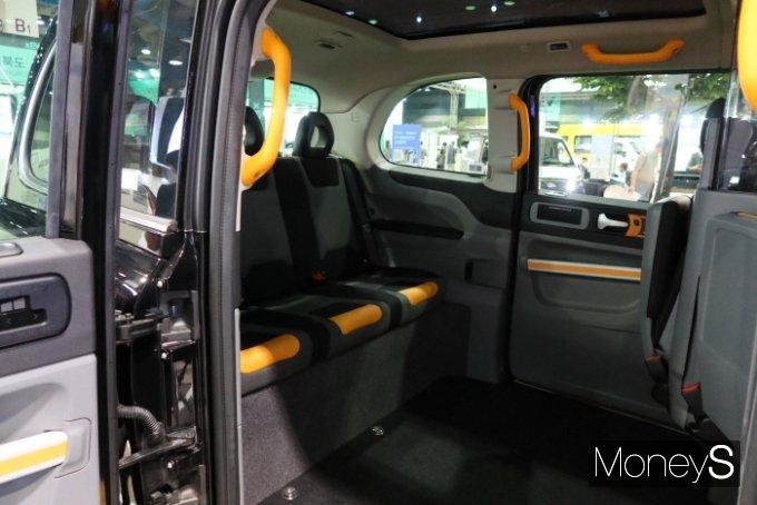 블랙캡은 휠체어를 탄 장애인과 보호자가 같은 공간에 탑승할 수 있는 장점이 있다. /사진=박찬규 기자
